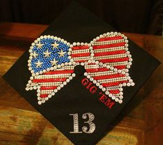 Graduation is a time for celebration, fun, decoration and entertainment. After years of hard work, it's definitely a day worth celebrating. Nothing is more evocative of the cheerful time than a cool decorated graduation cap. Graduation 2016, Graduation Cap Designs, Graduation Cap Decoration, High School Graduation, Graduation Caps, Graduation Regalia, Graduation Ideas, Abi Motto, College Necessities