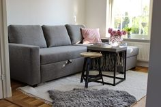 Set up small rooms to save space – 6 tips for more comfort and order - decor store 2018 Magazine Deco, Sofas, Boutique Deco, Small Rooms, Small Space, Deco Design, Deco Table, Space Saving, Couch