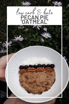 This pecan pie keto oatmeal is definitely comfort food. This isn't a plain old boring oatmeal as the pecan pie flavours in this keto oatmeal are delicious Best Keto Breakfast, Breakfast Options, Ketogenic Recipes, Low Carb Recipes, Keto Oatmeal, Low Carbohydrate Diet, Tasty, Yummy Food, Pecan