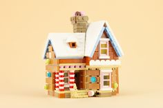 This is the season for holiday-themed LEGO models, and Jonas Kramm has created a sweet mashup of gingerbread and the Disney movie Up. Lego Christmas Village, Lego Winter Village, Disney Movie Up, Lego Gingerbread House, Lego Advent, Mickey Mouse Toys, Lego Activities, Lego Games, Lego Minecraft