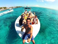 Group Selfie on le boat. Gopro Photography, Water Photography, Gopro Video, Epic Photos, Selfie Stick, Gopro Hero, Foto Pose, Poses, Friend Photos