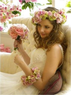 Wedding Flowers Crown Dress 25 New Ideas Dress Hairstyles, Bride Hairstyles, Vintage Hairstyles, Flower Crown Wedding, Wedding Flowers, Flower Crowns, Wedding Images, Wedding Styles, Bridal Dresses