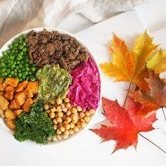 HUGE bowl of plant-based heaven! 🍆🥕🥒🥗🍂  #veganbowls #lunch #bowls #eatgood #fallvibes #foodblogfeed #instafood #lunchtime #syksy #greenfood #plantbased #heresmyfood #colorfulfood #terveellinen