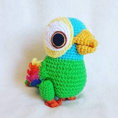 Crochet Animals, Crochet Hats, Tinkerbell, Minions, Crochet Projects, Free Pattern, Dinosaur Stuffed Animal, Crochet Patterns, Knitting