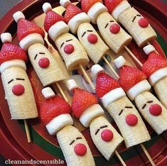 24 Cute & Healthy Christmas Snacks for Kids 10 Healthy Christmas Snacks that are perfect for your child's school party, or any festive occasion this holiday season. No sugar in these healthy Christmas snacks your little ones will love. Christmas Tree Cupcakes, Christmas Deserts, Christmas Party Food, Christmas Chocolate, Christmas Breakfast, Christmas Appetizers, Breakfast For Kids, Christmas Treats, Breakfast Ideas