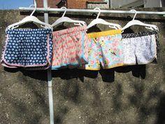 Toen ik op de blog van Sofie haar maaksel voor de Sew Challenge zag, dacht ik: 'Oh, shortjes! Dat moet ik ook nog maken!' En shortjes in kat...