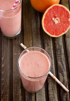 Love a citrus smoothie: grapefruit smoothies INGREDIENTS 1 ruby red grapefruit 1 cup frozen strawberries 1 ripe banana, peeled ½ cup Greek yogurt ½ cup orange juice ½ teaspoon vanilla extract 1 tablespoon honey Grapefruit Smoothie, Smoothie Drinks, Healthy Smoothies, Healthy Drinks, Smoothie Recipes, Healthy Snacks, Healthy Eating, Healthy Recipes, Fruit Recipes