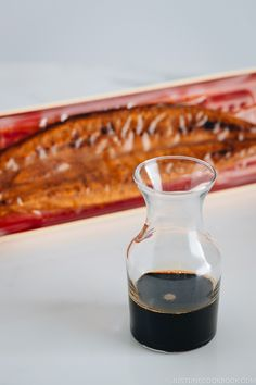 Make Homemade Unagi Sauce using 4 simple ingredients! Sweet, savory, and full of flavor, this delicious sauce is the dream sauce for unagi and BBQ dishes! Japanese Sauce, Japanese Chef, Japanese Dishes, Eel Sauce Recipe, Sauce Recipes, Unagi Sauce, Yaki Onigiri, Easy Japanese Recipes