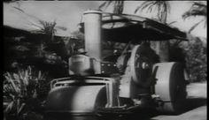 soldado em vapor rolo aragem para baixo casa em aldeia — Imagens de Vídeo Stock #26655269