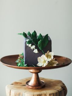 Floral Wedding Cakes square-gray-wedding-cake - More and more soonlyweds are swapping towering tiers of confections for small wedding cakes that have some serious style. Small Wedding Cakes, Square Wedding Cakes, Floral Wedding Cakes, Square Cakes, White Wedding Cakes, Beautiful Wedding Cakes, Wedding Cake Designs, Beautiful Cakes, Gold Wedding