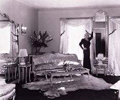 Celebrity house: Mae West gave good boudoir