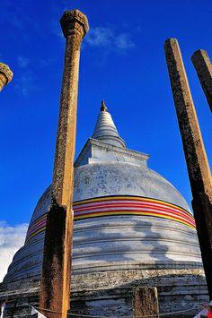 Thuparamaya, Anuradhapura, Sri Lanka (www.secretlanka.com)
