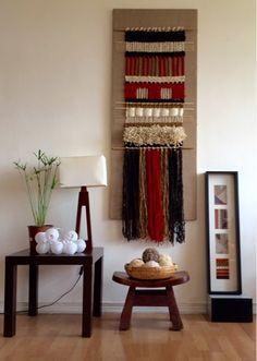 Telaresytapices              .... Maria Elena Sotomayor                : La calidez del rojo.. Weaving Wall Hanging, Weaving Art, Tapestry Weaving, Loom Weaving, Hand Weaving, Yarn Wall Art, Creative Textiles, Weaving Projects, Ladder Decor