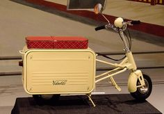 Valmobile x 14 x ~ completely folds away to resemble luggage Retro Motorcycle, Motorcycle Design, Bike Design, Mini Motorbike, Mini Bike, Motor Scooters, Vespa Scooters, Scooter Bike, Bicycle