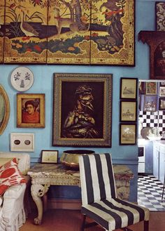 Welcome back to Keehnan. Comment away! We were struck by the depth and intensity of the walls in Peter Hinwood's London home in September's issue of World of Interiors. A powerful Moroccan blue, the effect was achieved using La Tienda pigments, natural coloring available in Mediterranean shades...