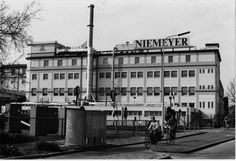 Paterswoldseweg westzijde met tabaksfabriek Niemeijer met open 'Betonno'-urinoir. 1992 - Foto's SERC