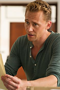 Tom Hiddleston in The Night Manager. Full size image: http://tomhiddleston.us/gallery/albums/tv/thenightmanager/stills/1x03/025.jpg Source: http://tomhiddleston.us/gallery/thumbnails.php?album=658