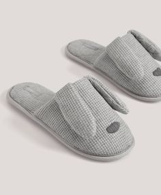 Jersey bunny slippers, - Jersey fabric slippers with ear details on the uppers. Sole height: - Find more trends in women fashion at Oysho . Bunny Slippers, Cute Slippers, Slippers For Girls, Mens Slippers, Girls Dress Shoes, Baby Girl Shoes, Kobe Bryant Shoes, Sports Shoes For Girls, Girls Ugg Boots