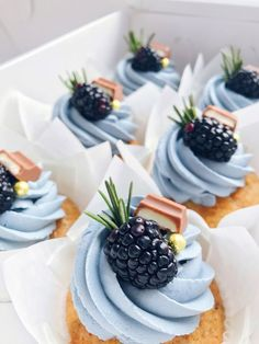 Beautiful looking cupcakes Just Desserts, Delicious Desserts, Yummy Food, Cupcake Recipes, Cupcake Cakes, Mini Dessert Recipes, Yummy Treats, Sweet Treats, Bolo Cake