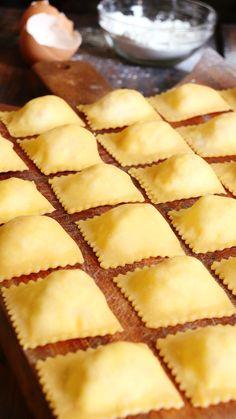 Gastronomy Food, Molecular Gastronomy, Gourmet Recipes, Dessert Recipes, Cooking Recipes, Gourmet Foods, Chicken Alfredo Lasagna, Pasta Casera, Homemade Ravioli