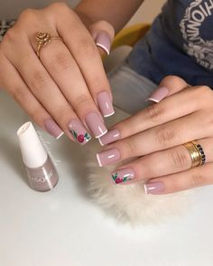 Best makeup tips if you are over forties. You have to do some fixes to maintain your face beautiful and cute. Cute Nails, Pretty Nails, My Nails, French Nail Designs, Nail Art Designs, Nail Disorders, Unicorn Nails, Winter Nail Art, Healthy Nails