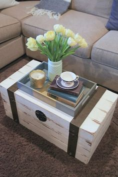 Obsessed with trunk coffee tables! PM-Painted Tray from Vintage Pretty - Couchtisch Living Room Bench, Living Room No Coffee Table, Happy March, Table Cafe, Vintage Trunks, Vintage Hutch, Vintage Room, Creative Coffee, Decorating Coffee Tables