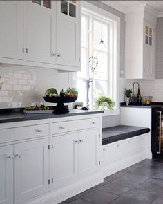 Painting Colors For Kitchen Walls is certainly important for your home. Whether you choose the Kitchen Decor Ideas Apartment or Decorating Ideas For Kitchen Walls, you will create the best Decor Top Of Kitchen Cabinets for your own life. Kitchen Layout, New Kitchen, Kitchen Dining, Kitchen Decor, Kitchen Cabinets, Kitchen Walls, Office Interior Design, Kitchen Interior, Window Seat Kitchen