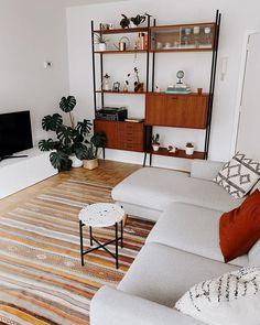 Marlous - lastdaysofspring.com (@lastdaysofspringblog) • Instagram-foto's en -video's Shelving, Interior, Inspiration, Instagram, Home Decor, Shelves, Biblical Inspiration, Decoration Home, Room Decor