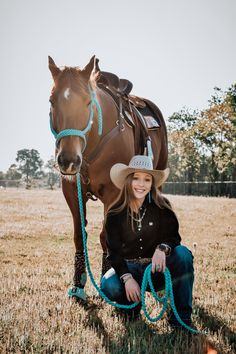 Horse Senior Pictures, Pictures With Horses, Horse Photos, Foto Cowgirl, Cowgirl And Horse, Horse Girl Photography, Western Photography, Country Girl Life, Country Girls