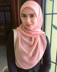 Pin Image by Hijabi Smart Beautiful Hijab Girl, Beautiful Muslim Women, Arab Girls, Muslim Girls, Hijabi Girl, Girl Hijab, Belle Nana, Moslem, Armani Exchange