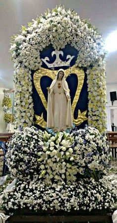 Mary Jesus Mother, Mother Mary Images, Images Of Mary, Blessed Mother Mary, Mary And Jesus, Blessed Virgin Mary, Church Flower Arrangements, Church Flowers, Catholic Pictures