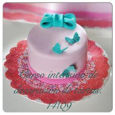 Curso intensivo de decoración de tartas en BARCELONA 14 de septiembre.   Curso enteramente práctico, donde cada alumno elaborara su propia tarta decorada.  Para más info o reservas entra en el enlace o envíanos un correo a mericakes@gmail.com.    #curso #barcelona #sugarcraft #fondant #sugarart #tarta #cake #butterfly #lazo #gumpaste #cakedecorating #cakedesigner #intensivo #rosa #turquesa #pink #coral