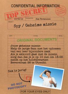 Uitnodiging voor een secret/spy feestje. Met een achtergrond van kraftpapier en daarop de tekst met de geheime missie. Leuke manier om je vriendjes uit te nodigen voor een spannend avontuur!