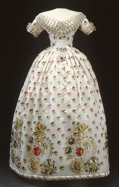 Ball gown, worn by Eugenia of Sweden.  1840's.    Royal Armoury Collection, Sweden.