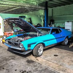 Mach 1 #ford #mustang #ponycar #fordmustang #musclecar #americanmuscle #morninautos #soloparking #chivera #americancar (at South Beach Classics)
