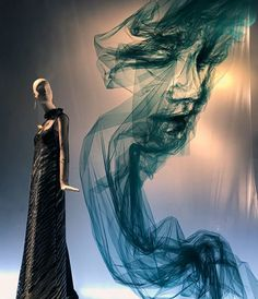 """Portrait realized with tulle fabric, """"The Tulle Project by Benjamin Shine"""". At Bergdorf Goodman, Avenue, New York, """"Listening to tourists stopping in awe taking photos. Pinned by Ton van der Veer Window Display Design, Store Window Displays, Visual Merchandising Displays, Visual Display, Retail Windows, Store Windows, Mode Origami, Benjamin Shine, Creation Art"""