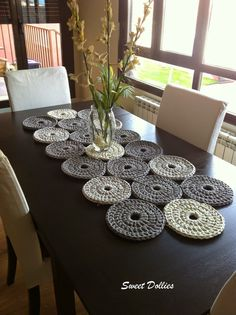 20 Incredible DIY Crochet Tablecloth Ideas To Refresh The Whole Living Environment Decoration ideas Crochet Diy, Modern Crochet, Love Crochet, Crochet Crafts, Crochet Projects, Crochet Flor, Crochet Rugs, Crochet Stitch, Crochet Table Runner Pattern
