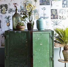 De woontrend voor 2015. Botanische prints en vintage! Stoere oude ojzeren kasten in industrieële stijl vind je bij WWW.OLD- BASICS.NL webshop en grote loods vol unieke meubels