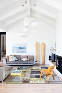 Pretty light and airy beachy living room decor // modern coastal Modern Coastal Decor, Living Room Decor Modern, Decor, Rustic Living, Seaside Living, Farm House Living Room, Interior, House Interior, Beachy Living Room