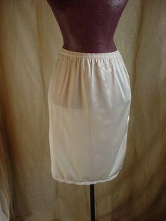 Vtg Mardor White Half Slip w Elastic Lace Waist Below Knee Length Medium M81  #Mardor #HalfSlips Seller florasgarden on ebay