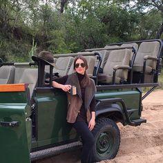 Coffee break after spotting a gorgeous leopard! (I will show photos in a bit) #Safari #CamilaInAfrica @royalmalewane @ta_travel ---------- Parada pra um café quentinho, depois de encontrar um leopardo MARAVILHOSO! (Já mostro foto) #royalmalewane #SouthAfrica #livefromsouthafrica #tatravel #tlexperience #tlportfolio