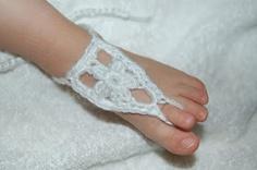 FREE crochet pattern for infant/toddler crochet barefoot sandals.