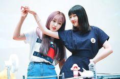 SinRin ❤️ #SinB #Yerin #SinRin #SinYe #RinB #JungYerin #HwangEunbi #Gfriend #신비 #예린 #여자친구 K Pop, Kpop Girl Groups, Kpop Girls, Gfriend Yuju, Cloud Dancer, Fans Cafe, G Friend, Ships, Slovenia