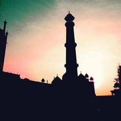 #Agra #uttarpradesh #India #architecture #building #buildingporn #history #historical #heritage #travel #international #iphoneonly #instagood #igers #taj #tajmahal #wondersoftheworld #worldwonder #silhouette #minaret #sunrise by tyler.kemper #TajMahal #IncredibleIndia #Agra