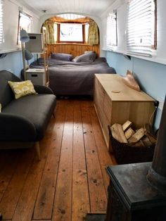 ' Modern lovely Narrow Boat Zone 2 -' Room to Rent from SpareRoom Canal Boat Interior, Sailboat Interior, Narrowboat Interiors, House Boat Interiors, Houseboat Living, Rooms For Rent, Small Boats, Boat Plans, Small Spaces