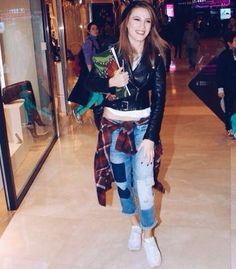 Serenay Sarıkaya wearing Mavi Gold Dream Fit designed from Orta 8222