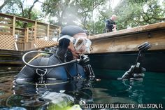 Ergo Test Protocol: The ScubaLab team of test divers evaluated each computer in seven ergonomic performance areas. Using underwater slates, divers rated performance on a scale of 1 to 5, with 1 being poor and 5 being excellent, and also provided written comments about their experience using each computer.