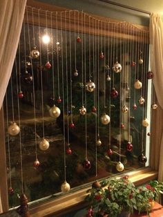101 Christmas decorations easy and cheap - Christmas Crafts Christmas Window Decorations, Christmas Themes, Diy Christmas Decorations For Home, Window Christmas Lights, Christmas Decorating Ideas, Diy Christmas Crafts To Sell, Handmade Decorations, Photobooth Backdrop Christmas, Christmas Lights Bedroom