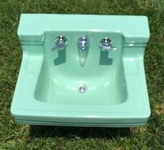 Cute Sink Has The Right Details Vintage White American