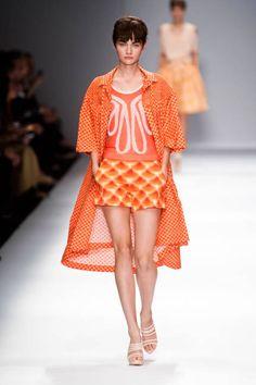 Cacharel at Paris Fashion Week Spring 2013 - Runway Photos Fashion Tag, Fashion Outfits, Paris Fashion, Simple Style, My Style, Tailored Shorts, Orange Pattern, Short Tops, Ideias Fashion